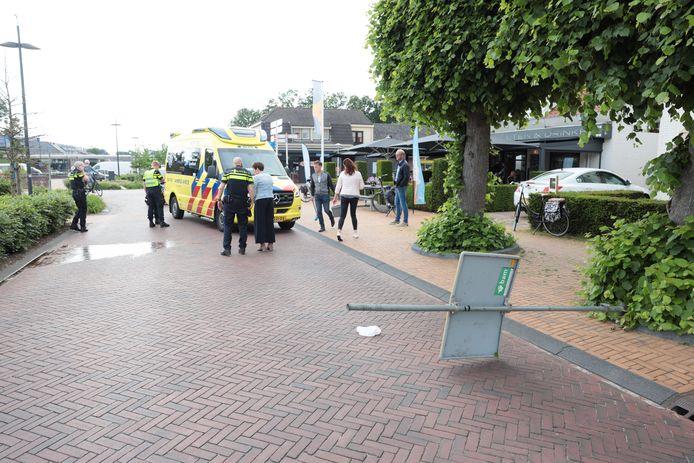 Een fietser raakte zondag in Lemelerveld gewond door een omgevallen verkeersbord.