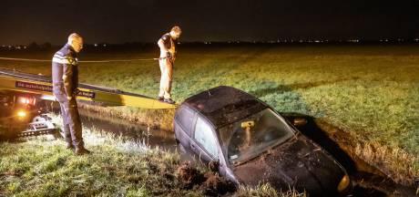 Auto rijdt in sloot Bunschoten: bestuurder aangehouden