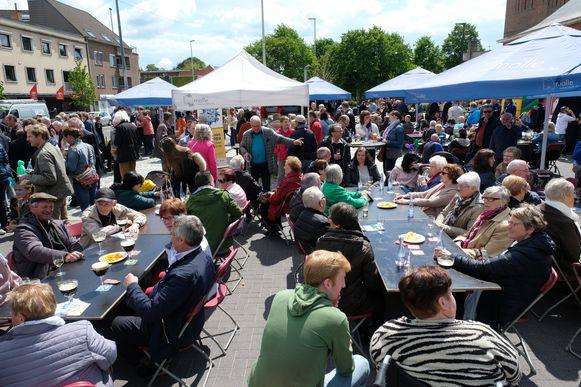 Oostmalle viert zijn vernieuwde dorpsplein.