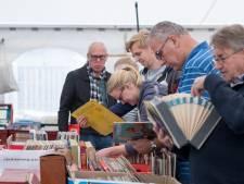 Hoog aangeschreven Deldense boekenmarkt stopt: 'Hier werden bijzondere exemplaren op de kop getikt'