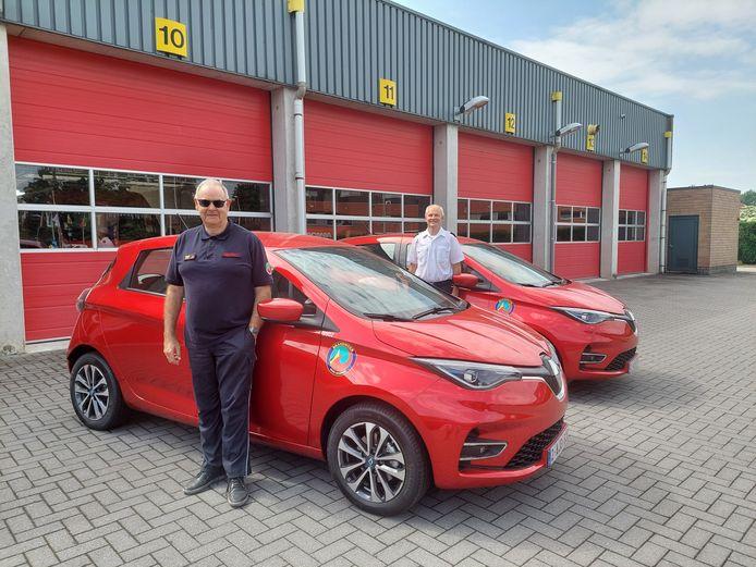 Jan Peelaerts, Directeur Risicobeheersing, en Gert Kempen, Officier Preventie, bij  de twee nieuwe Renaults Zoë