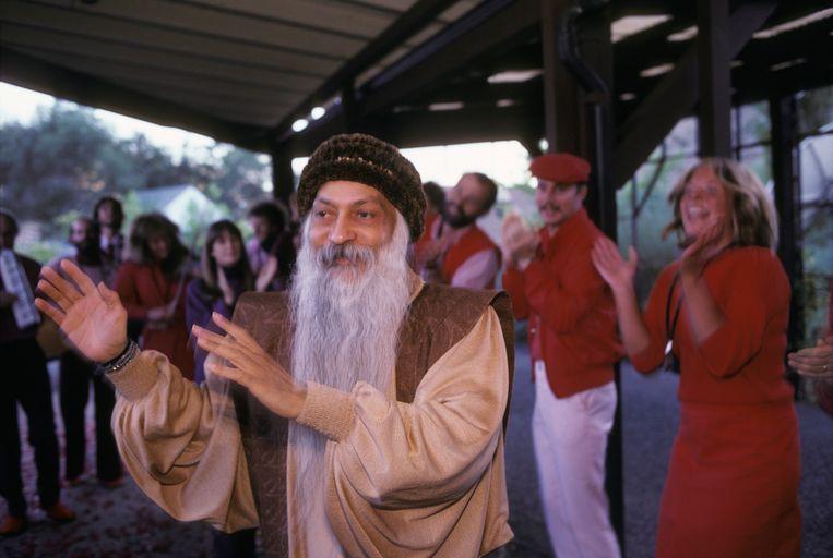 Bhagwan Shree Rajneesh  met zijn volgelingen in Oregon (VS), 1 september 1985.  Beeld -