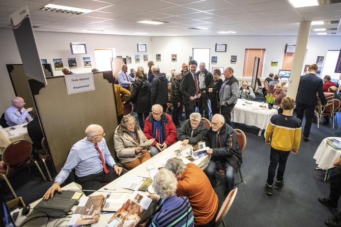 Drukte tijdens de open dagen van Ter Beek Reizen  in Tubbergen
