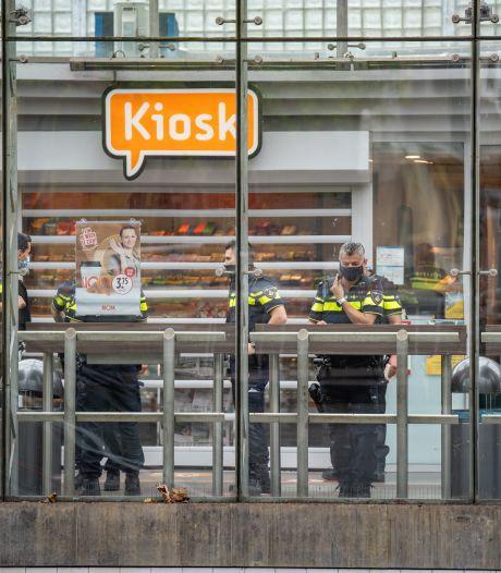 Overval stationskiosk: blanke man gezocht met gel in zijn haar