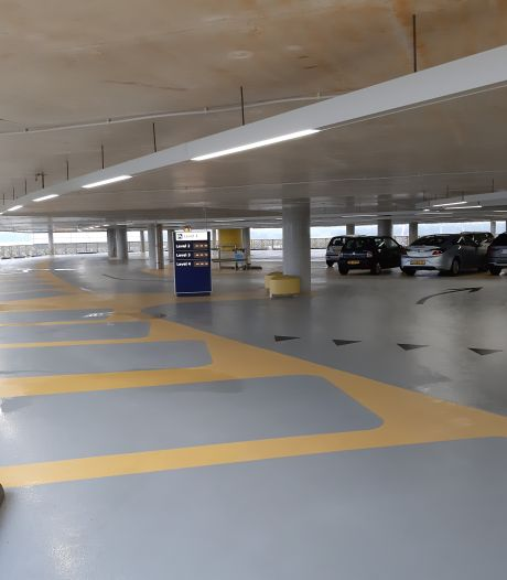 Nieuwe parkeergarage Eindhoven Airport open: 'Hij ziet er verrekes stevig uit'