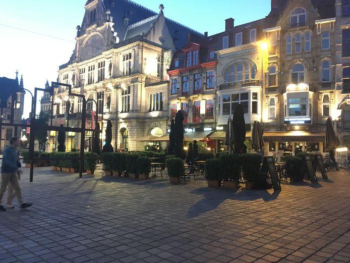 De terrasuitbreiding op Sint-Baafsplein.