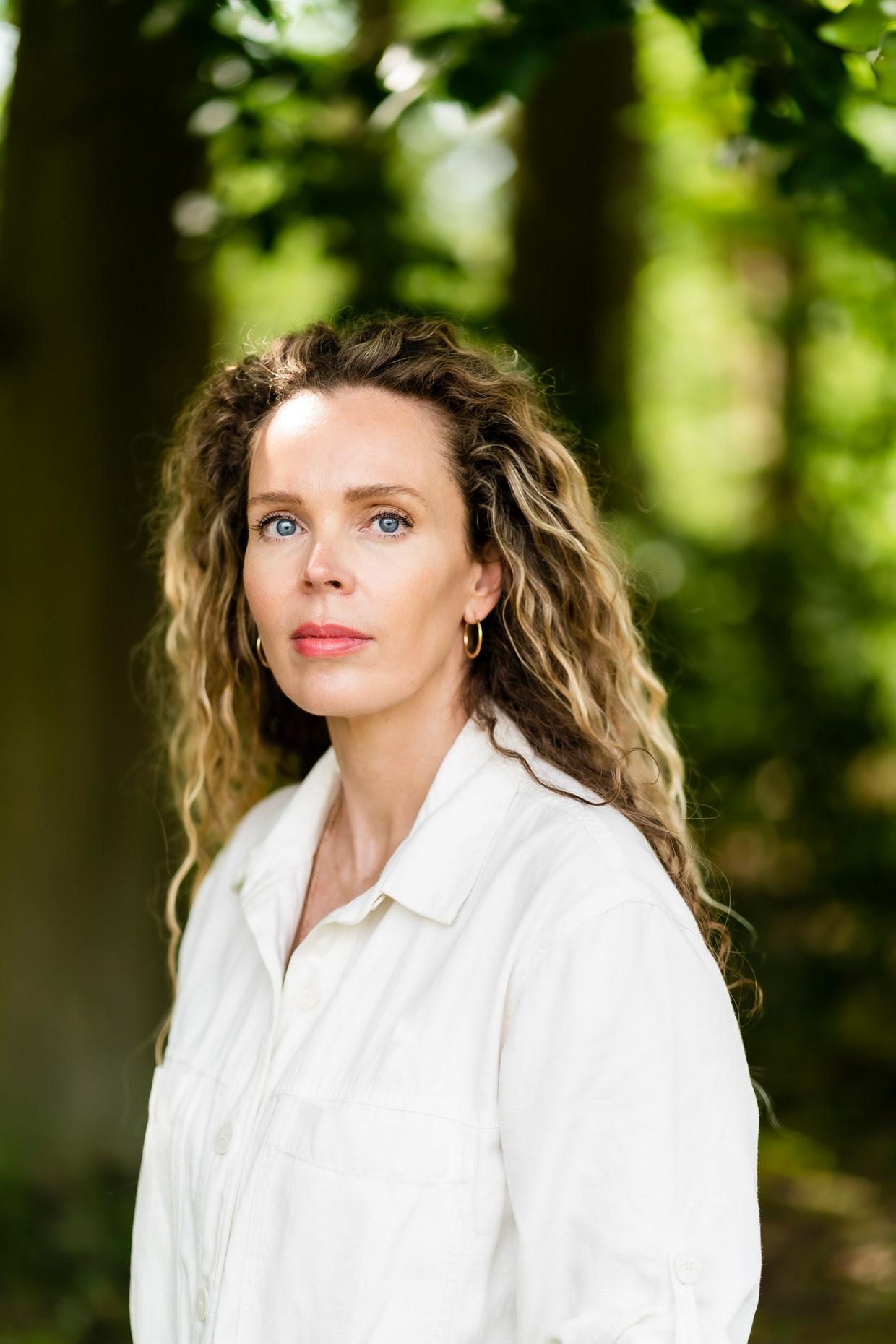 Roxane van Iperen verzorgt de 4-meilezing nadat Abelkader Benali zich daarvoor had teruggetrokken. Beeld Paul Tolenaar / Lumen