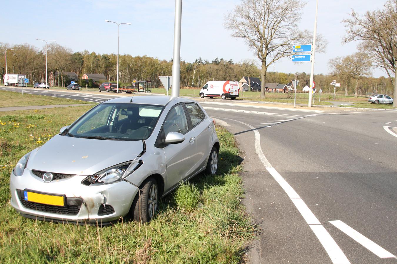Bij het ongeval op de kruising Kloosterhoeksweg met de Rijssensestraat-N350 raakte niemand gewond.