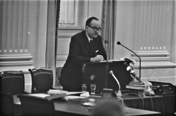 Drs. Pieter C.W.M. Bogaers (Cuijk, 2 juli 1924 – Amersfoort, 5 juli 2008) in 1965 in de Tweede Kamer, als minister van Bouwnijverheid en Ruimtelijke Ordening.