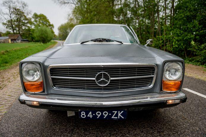 Het front lijkt in zijn geheel niet meer op de originele Mercedes 300 SEL 6.3.
