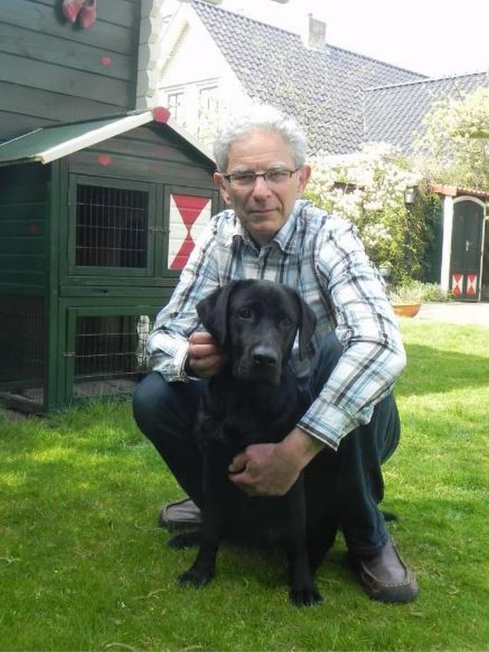 Gary Yanover voert actie tegen hondenbelasting. Zijn hond Luna is het boegbeeld van de actie.