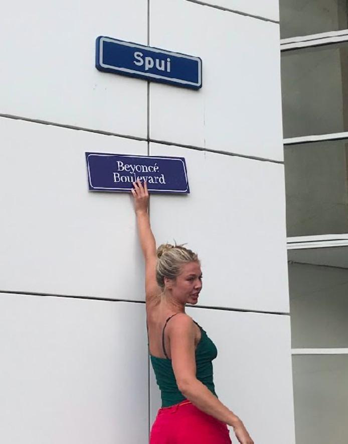 Het Spui in Den Haag werd omgetoverd tot het Beyoncé Boulevard.