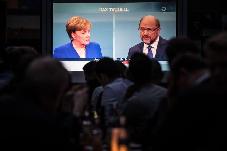 Bondskanselier en christendemocraat (CDU) Angela Merkel in het kiesdebat met haar grootste tegenstander, de sociaaldemocraat Martin Schulz (SPD), in september.