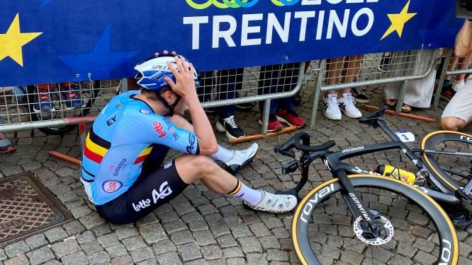 Dju toch! Remco Evenepoel verliest tweestrijd van koele kikker Colbrelli en moet tevreden zijn met zilver op EK wielrennen