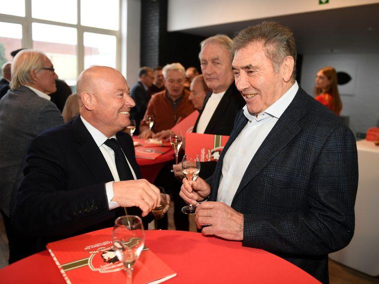 Eddy Merckx in een onderonsje met Luciano D'Onofrio.