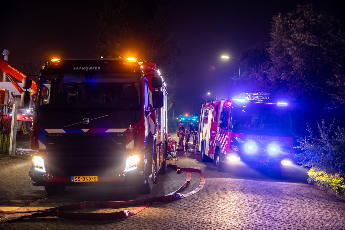 Bedrijfspand uitgebrand in Roosendaal.