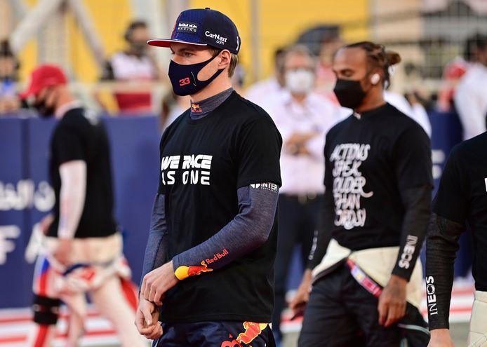 Max Verstappen eindigde als tweede bij de openingsrace in Bahrein, achter Lewis Hamilton.