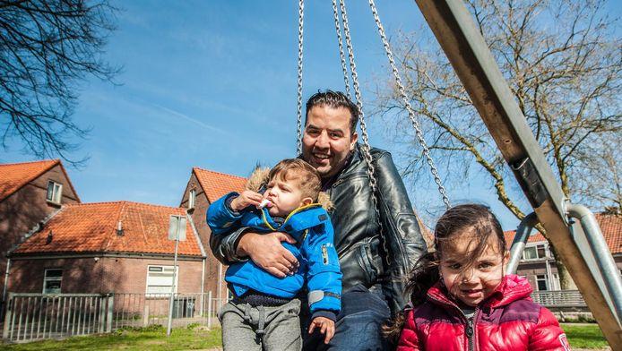 Oud-PvdA-Kamerlid Mohammed Mohandis (31) heeft nu weer meer tijd voor dochter Aya en zoon Rayan.