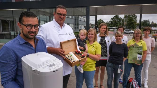 Een mosterd- of tijmbroodje? Kankerpatiënten O.L.V. van Lourdes Ziekenhuis krijgen broodrecept mee naar huis dat aangepast is aan hun smaakpalet