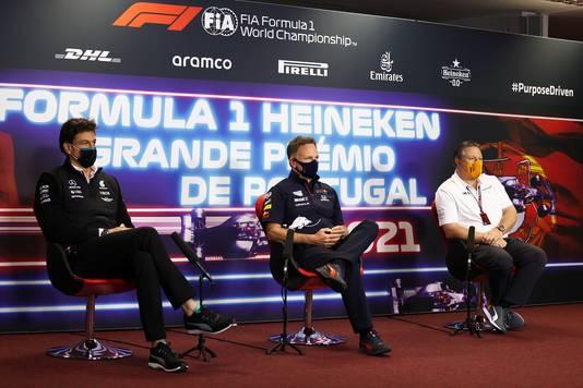 Christian Horner met ook Toto Wolff (Mercedes) en Zak Brown (McLaren) tijdens de persconferentie.