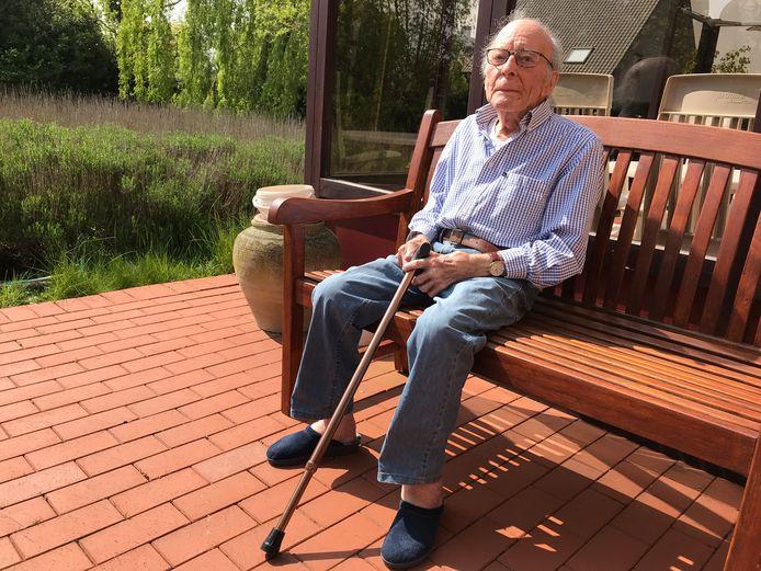 Op zijn gezegende leeftijd van 101 jaar wat genieten van de zon in de tuin: meer moet dat nu niet meer zijn voor Gaston.