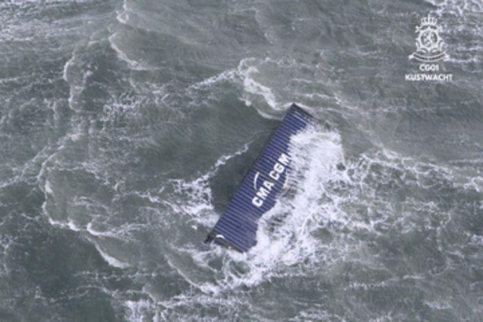 Het schip OOCL Rauma heeft ten noorden van Ameland vijf containers verloren.
