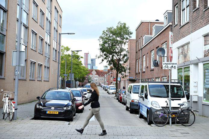Bloemhof is één van de wijken in Rotterdam-Zuid waar al jaren wordt gewerkt aan herstel. De aanpak in Rotterdam-Zuid geldt nu als voorbeeld voor een reeks burgemeesters en maatschappelijke organisaties.