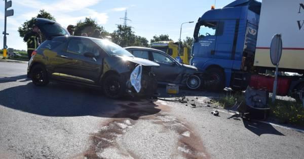 Grote ravage door ongeluk in Almelo: persoon gewond.