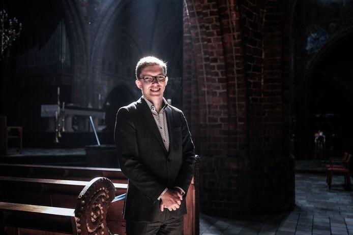 Paulus Tilma in de Paskerk. Hij wordt volgende maand tot priester gewijd. Foto: Jan Ruland van den Brink