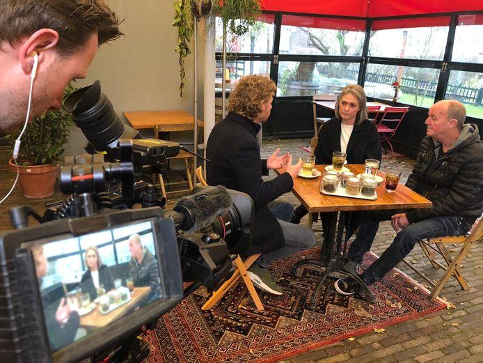 Ewout Genemans in gesprek met de ouders van Nicky Verstappen.