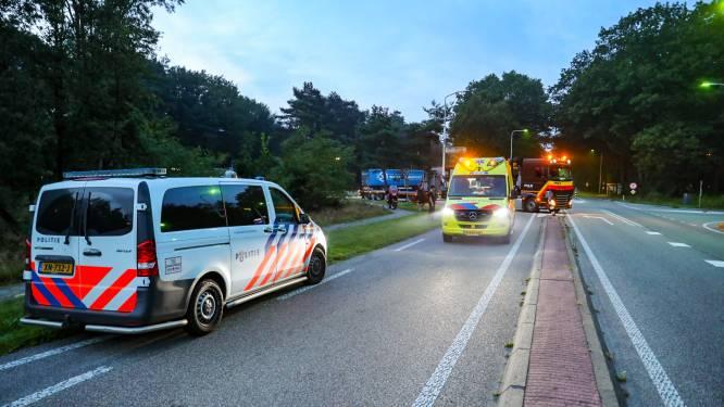 Vrachtwagenchauffeur gooit truck dwars over de weg nadat motorrijder hard valt nabij Apeldoorn