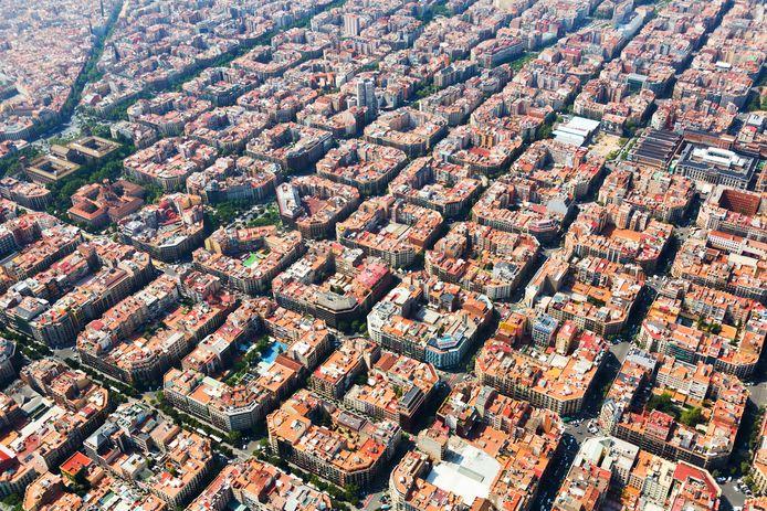 De typische huizenblokken uit de wijk Eixample in Barcelona.