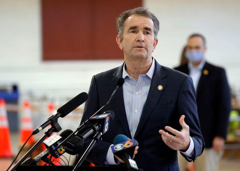 Gouverneur Ralph Northam van Virginia, dat de 23e Amerikaanse staat wordt waar de doodstraf verboden is. Beeld AP