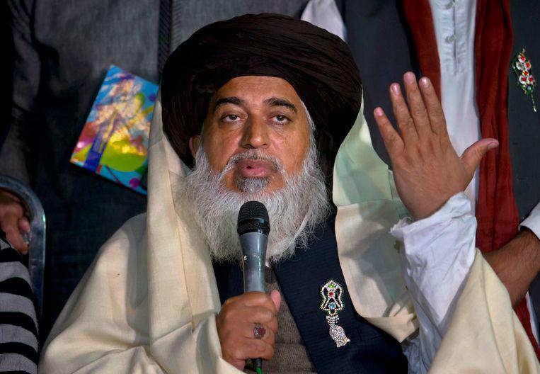 Prediker Khadim Hussein Rizvi aan het woord tijdens een persconferentie in Islamabad, Pakistan. Beeld AP