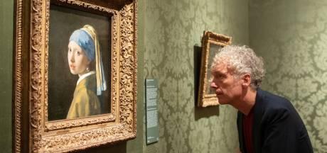 Museumbezoeker wacht buitenkansje: in je eentje genieten van topstukken zoals het Meisje met de parel