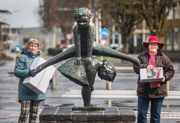 Ellen (R) en Monique die door corona hun kleinkinderen in het buitenland nog nooit zagen.
