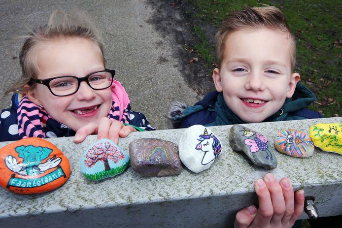Stenen beschilderen en verstoppen. Luuk en Suus zijn op Facebook hun pagina Kei Tof Geertruidenberg begonnen. Honderden volgers doen hen na. Grote en kleine mensen.