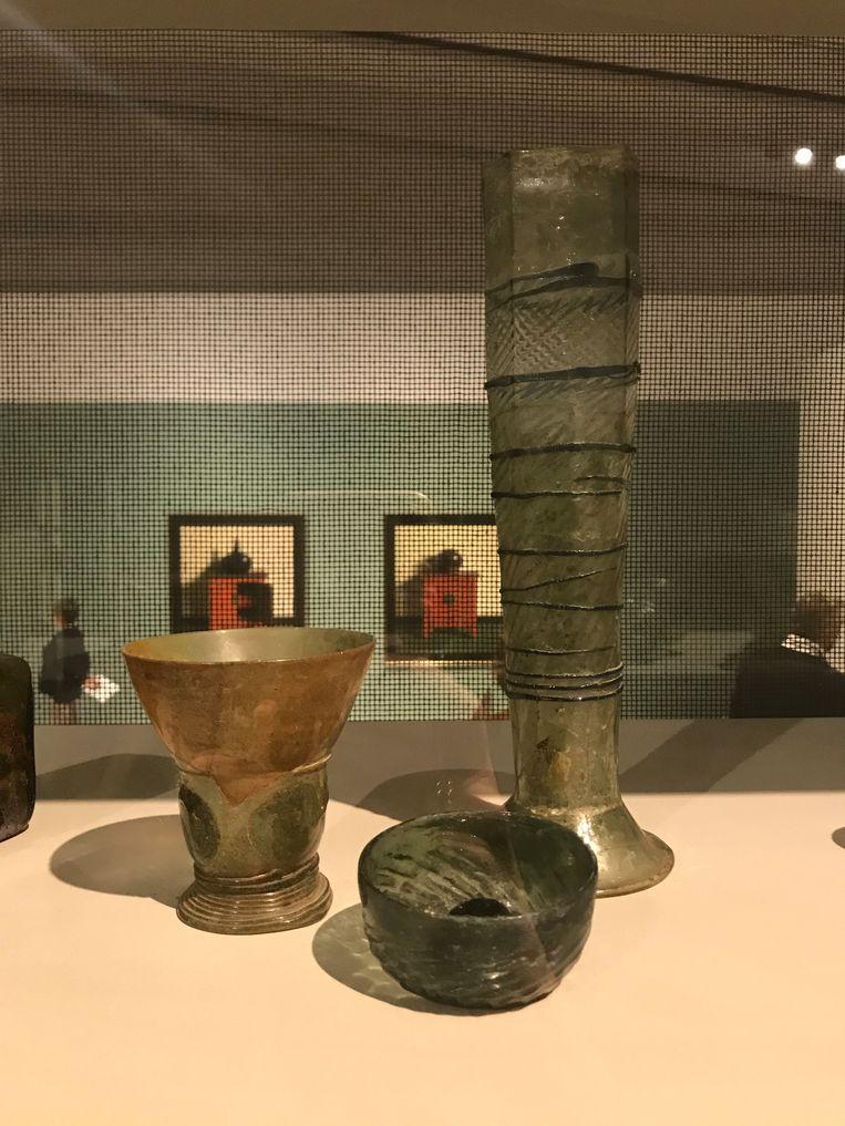 De glazen die Helmantel voor zijn stilleven gebruikte. Beeld Wieteke van Zeil
