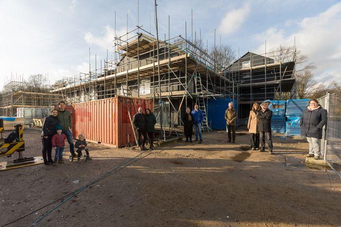 In de nieuwbouwwijk Vredeoord in Eindhoven bouwen zeven groepen zelfbouwers hun nieuwe woningen, die afgelopen januari al in de steigers stonden. Foto DCI Media