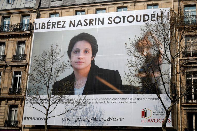 Ook in Parijs wordt aangedrongen op de vrijlating van de Iraanse advocate Nasrin Sotoudeh, die vandaag een eredoctoraat krijgt van de KU Leuven.  Beeld REUTERS
