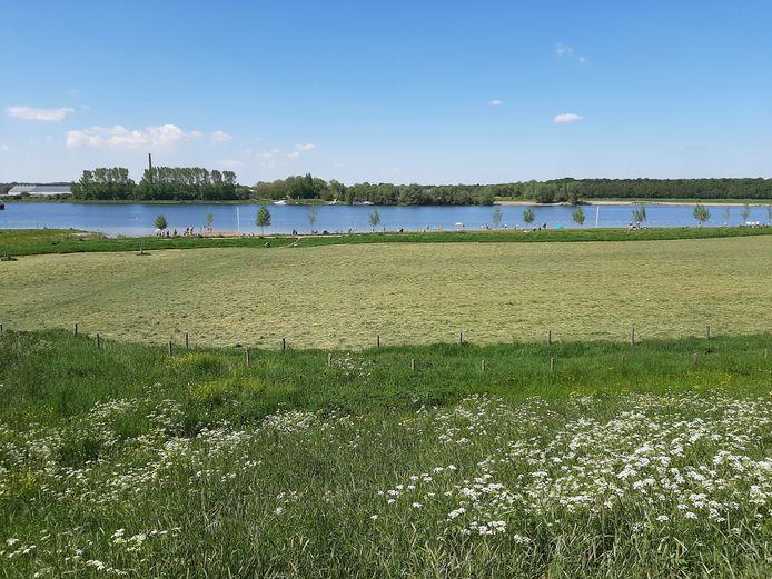 De zwemplas aan de Rijn bij Heteren, ook hier is afstand houden geen probleem.