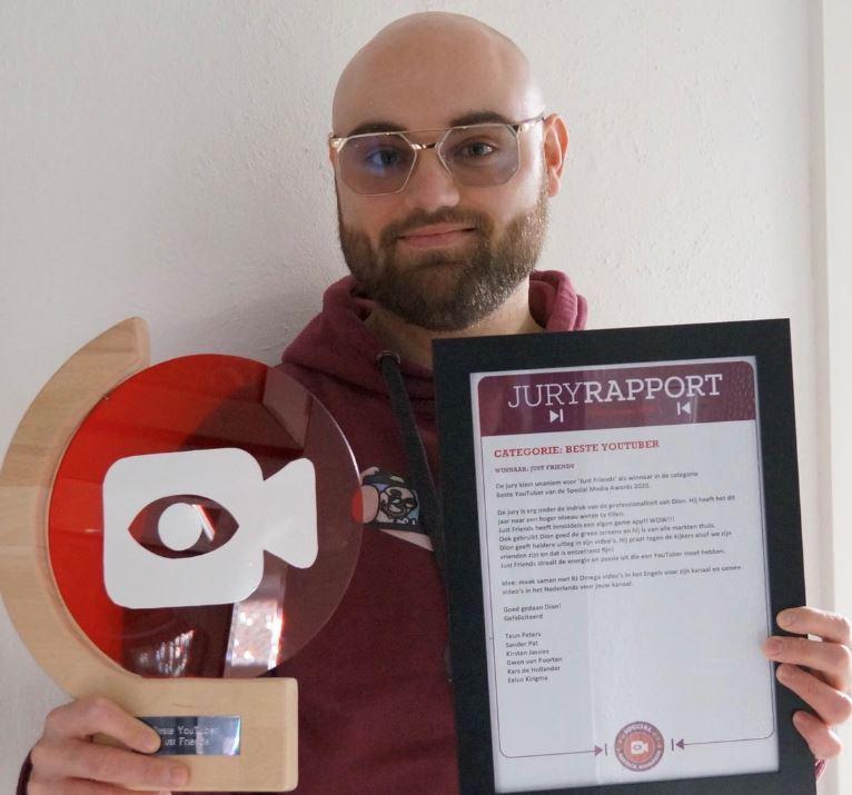 Dion Frederiks, voor de tweede keer winnaar van een Special Media Award.