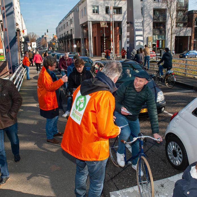 Actie van De Bossche Groenen voor afsluiting van de Van Berckelstraat. Bewoners willen dat belofte wordt nagekomen.