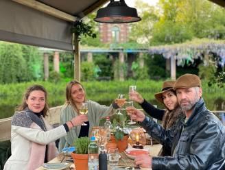 """GETEST. Vlot op restaurant bij Syrco Bakker op het meer in Beervelde: """"De oesters krijg je al op weg naar je drijvende tafel"""""""