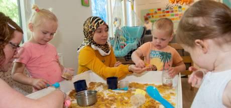 Bij deze Apeldoornse kinderopvang winnen de kartonnen dozen en pasta het van Barbies en blokkentorens