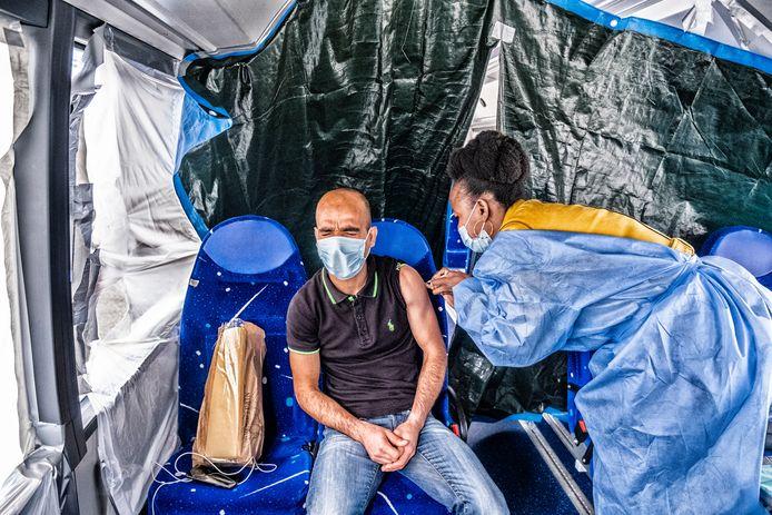 Prikpijntjes in de Brusselse Vacci-Bus.
