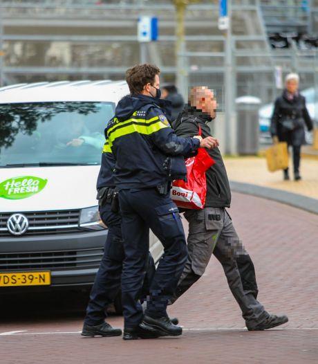 In Apeldoorn mag vandaag niet veel, maar agenten beledigen mag nooit: demonstrant opgepakt