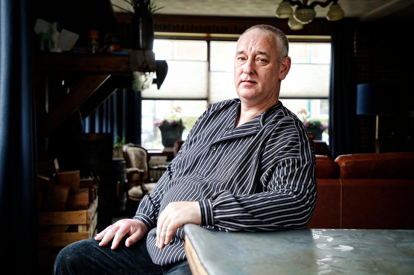 Henk Koelewijn thuis: 'De meeste kinderen zijn uit mijn leven weggesneden. Ik mis ze verschrikkelijk'.