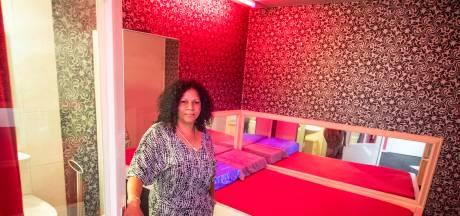 Rosanna (48) is de baas van het nieuwe sekshuis El Amor in Almelo: 'Noem me geen pooier, ik ben ondernemer'