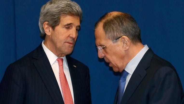 Sergei Lavrov (rechts) en John Kerry, vorige week in Rome tijdens een conferentie over Libië. Beeld REUTERS